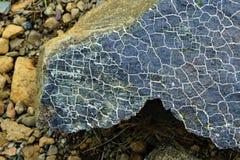 Zamyka w górę trzaskającego serpentinite Gros Morne fotografia stock