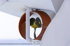 Zamyka w górę trzy ostrzy stalowego śmigła lifeboat od ferryboat zdjęcie royalty free