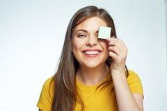 Zamyka w górę twarz portreta toothy uśmiechnięty młodej kobiety mienia li Obraz Stock