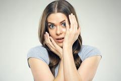 Zamyka w górę twarzy kobiety portreta z strach emocją zdjęcia stock