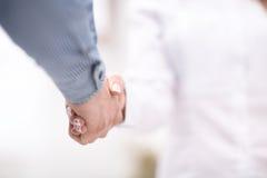 Zamyka w górę widoku biznesowy partnerstwo uścisku dłoni pojęcie Fotografia dwa biznesmenów handshaking proces sukces się Fotografia Stock