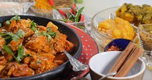 Zamyka w górę widoku kurczaka tikka masala z Indiańskimi pikantność obraz royalty free