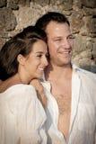 Zamyka w górę widoku młoda szczęśliwa para śmia się wpólnie Fotografia Royalty Free