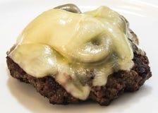 Zamyka w górę widoku pieczarkowy szwajcarski hamburger bez babeczki odizolowywającej Obrazy Stock
