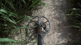 Zamyka w górę wykrywacz metalu gmerania dla metali w polu zbiory