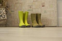 Zamyka w górę zielonych malutkich dżdżystych butów Obrazy Stock