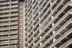 Zamyka W górę Abstrakcjonistycznego widoku Wysoki wzrosta budynek mieszkaniowy Obrazy Stock