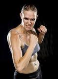 Zamyka w górę Agresywnej Sportowej kobiety w Bojowej pozie Zdjęcie Stock