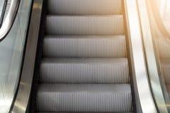 Zamyka w górę eskalatoru kroka Obraz Stock