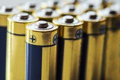 zamyka w górę grupy alkaliczna AA baterii energia Fotografia Stock