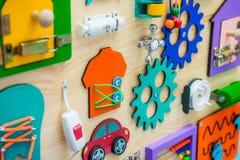 Zamyka w górę jaskrawej Ruchliwie deski Dla dla dzieci dziecka ` s educatio Obrazy Royalty Free