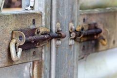 Zamyka w górę obruszenie rygla na bramach Obrazy Royalty Free