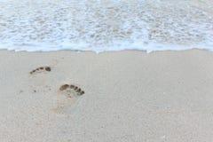 Zamyka w górę odcisku stopy w czystym piasku Obrazy Stock