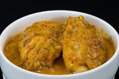 Zamyka W górę Tajlandzkiego Karmowego kurczaka curry'ego z kokosowym sokiem Fotografia Royalty Free