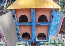 Zamyka w górę widoku drewniany ptaka gniazdeczko, ECR, Chennai, Tamilnadu, India, Jan 29 2017 obrazy royalty free