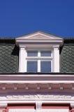 Zamyka w górę widoku stary dormer okno na dachu zdjęcie stock