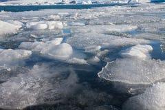 Zamyka w górę zima lodu w Iceland wody lagunie Fotografia Stock
