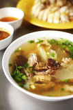 Zamyka w górę chińskiego kurczaka i jarzynowej polewki Fotografia Royalty Free