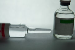 Zamykający w górę przejrzystego wtryskowego ampule i buteleczki Obraz Royalty Free