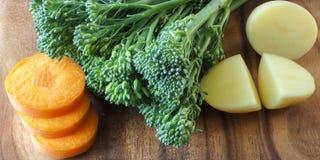 Zanahoria, Broccolini y patata Fotos de archivo