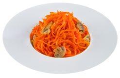 Zanahoria conservada en vinagre en la placa blanca fotos de archivo