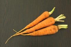 Zanahoria en fondo de madera Fotografía de archivo