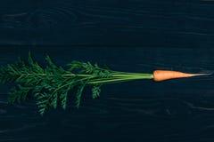 Zanahoria joven El cocinar con las verduras frescas Fotos de archivo