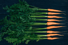 Zanahoria joven El cocinar con las verduras frescas Imagen de archivo libre de regalías