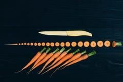 Zanahoria joven El cocinar con las verduras frescas Foto de archivo libre de regalías