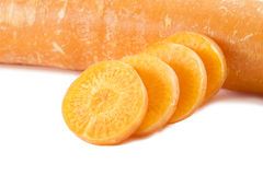 Zanahoria rebanada Fondo blanco Aislado Imágenes de archivo libres de regalías