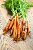Zanahoria roja en la tabla de madera del fondo Concepto de la zanahoria de la visión superior imágenes de archivo libres de regalías