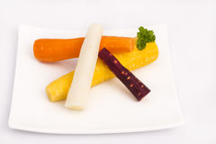 Zanahorias amarillas, blancas, anaranjadas, rojas crudas Imagenes de archivo