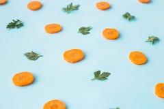 Zanahorias brillantes - el concepto de comidas orgánicas y de consumición sana Foto de archivo libre de regalías