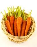 Zanahorias de bebé en cesta Imagenes de archivo