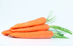 Zanahorias en blanco Imágenes de archivo libres de regalías