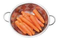 Zanahorias en colador fotografía de archivo