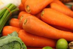 Zanahorias frescas en el mercado Fotografía de archivo