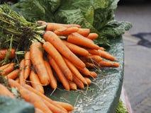 Zanahorias frescas en el mercado en la cañada Irlanda Foto de archivo