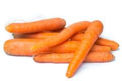 Zanahorias frescas orgánicas en un fondo blanco Fotografía de archivo