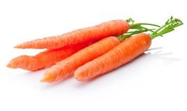 Zanahorias frescas vegetales en el fondo blanco foto de archivo