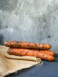 Zanahorias orgánicas frescas del granjero en la arpillera Foto de archivo
