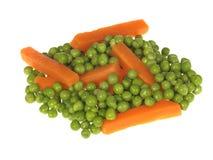 Zanahorias y guisantes Fotografía de archivo libre de regalías
