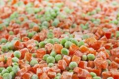 Zanahorias y guisantes del alimento congelado Foto de archivo libre de regalías
