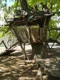 Zanco - casa de madera en apoyos imagen de archivo libre de regalías