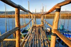 Zancos de madera tradicionales del embarcadero Foto de archivo