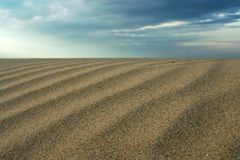 Zand en de blauwe hemel Royalty-vrije Stock Foto's