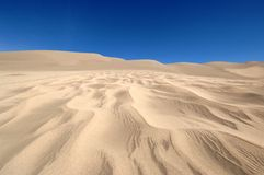 Zand en duidelijke blauwe hemel Royalty-vrije Stock Afbeelding