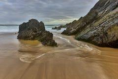 Zand en oceaan bij zonsondergang, aard Stock Fotografie