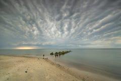 Zand en oceaan bij zonsondergang, aard Stock Foto's