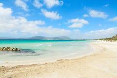 Zand en rotsen in Maria Pia-strand royalty-vrije stock afbeelding